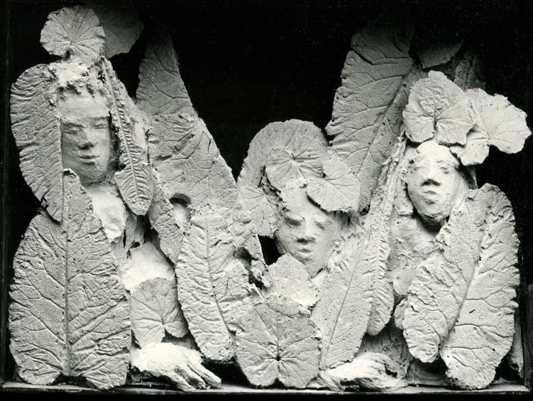 CAISSE À TROIS - 1975 - plâtre et bois - 76x101x17cm