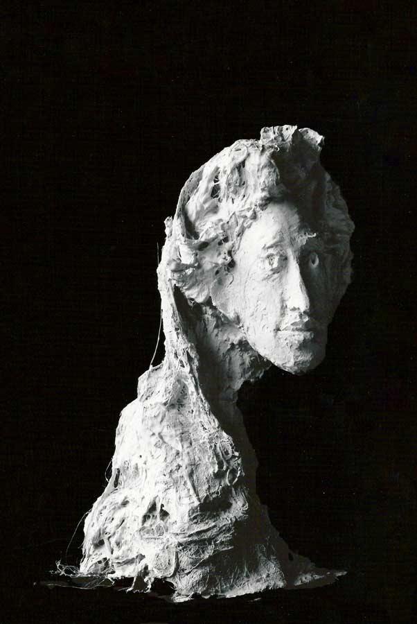 GABRIELLE - 1984 - plâtre - 54x32x35cm