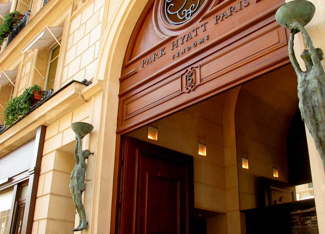 APPLIQUES – 2001 – bronze - commande de Ed Tuttle pour Hôtel Park Hyatt Vendôme Paris