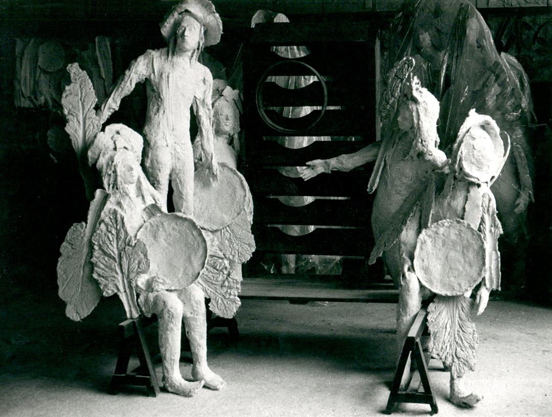 L'ESCALIER - 1976 - plâtre et bois - 225x250x200cm