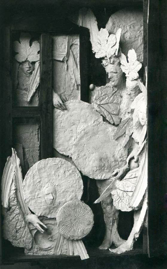 L'OEUF - 1979 - plâtre et bois - 205x135x45cm