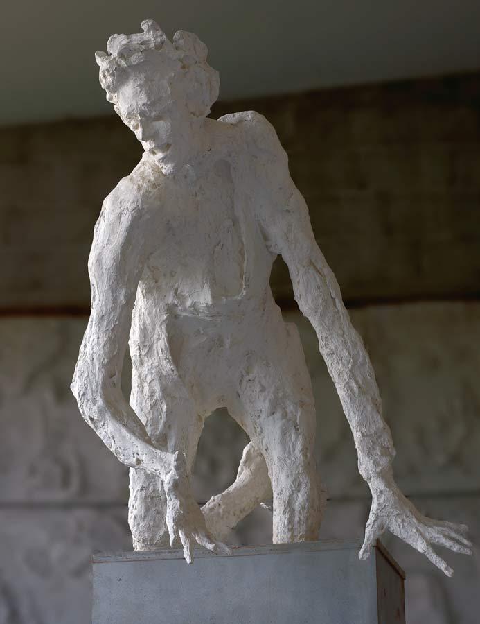 L'HOMME PERCHE - 1999 - plâtre - 105x79x138cm
