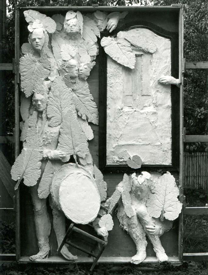 LA FENÊTRE - 1974 - plâtre et bois-  285x177x40cm