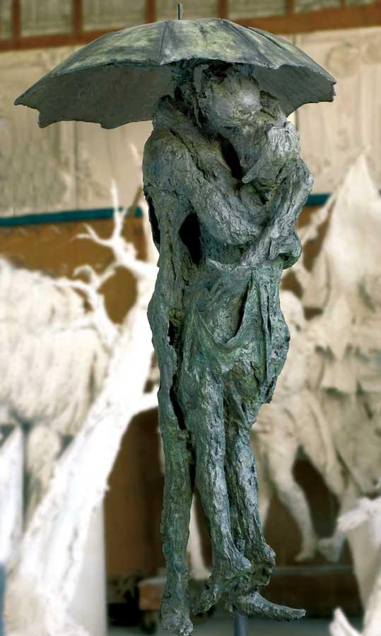 RAPT AU PARAPLUIE – 1996 – bronze – 235x100x100cm