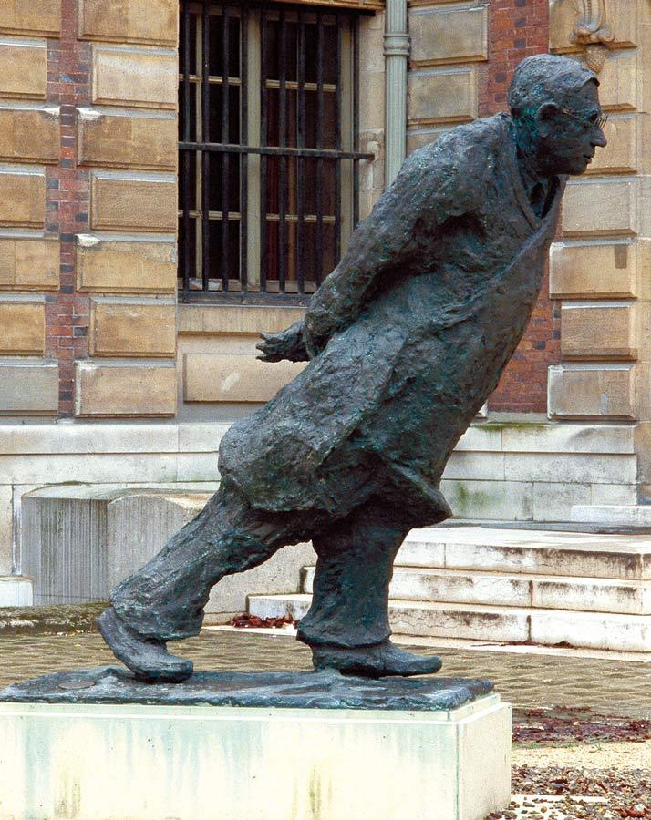 HOMMAGE À JEAN-PAUL SARTRE – 1987 – bronze – Commande de l'Etat pour la Bibliothèque Nationale  de France (Paris)