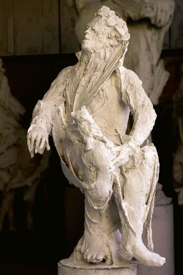 STATUE n°7 - 1982 - plâtre - 150x70x75cm