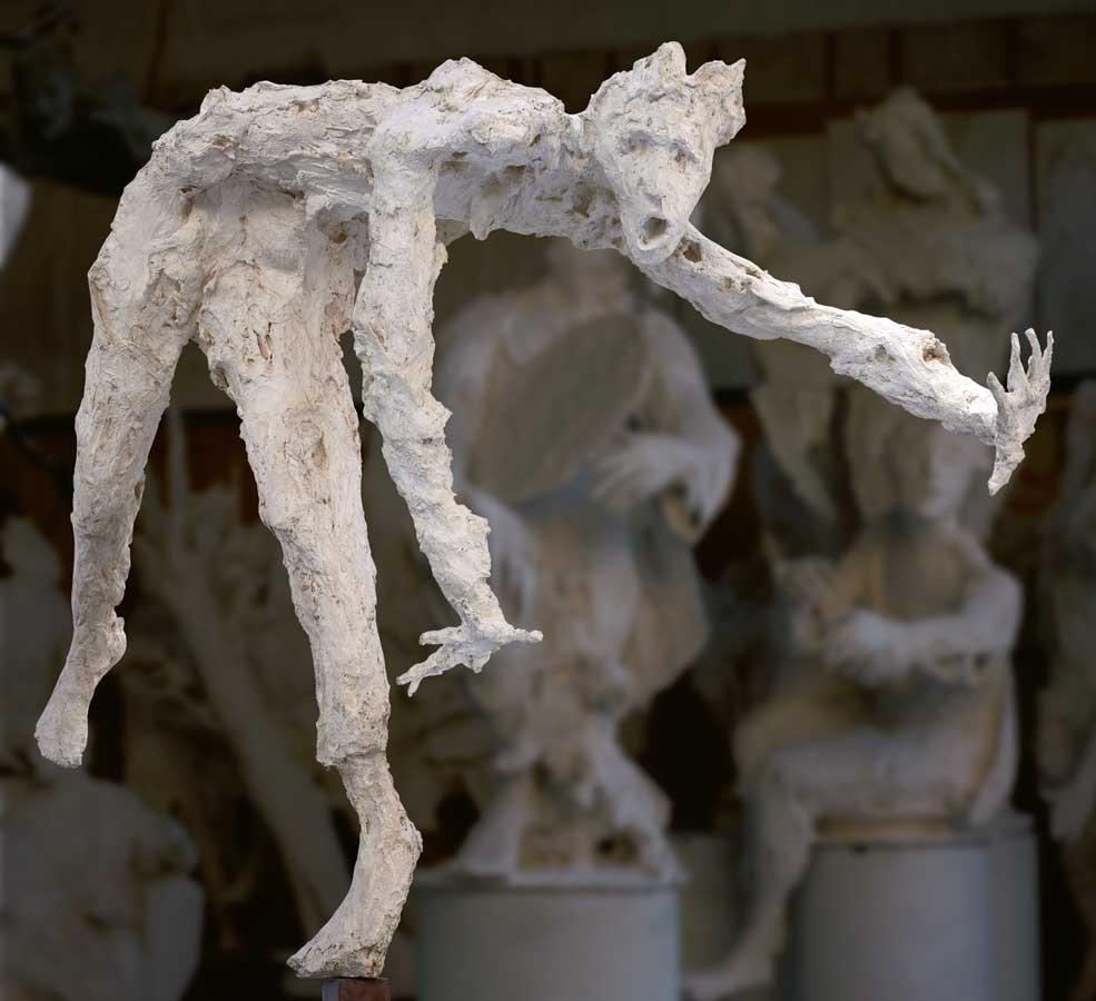 PREMICES D'UNE CHUTE - 1991 - résine - 120x184x90cm